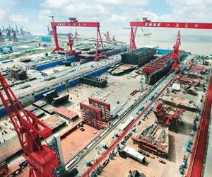 中国长兴岛造船基地建长580米世界最大船坞