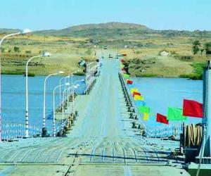 尼罗河上最大钢结构浮箱式浮桥——苏丹麦洛维浮桥,长720米